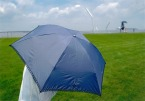 傘のある風景