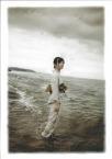 海にたたずむ