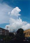 湧き雲迫る