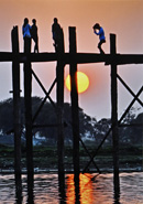 夕日のウーベイン木橋