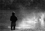 沸き立つ川面