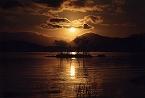 早暁の湖畔